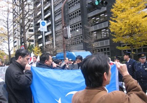 2009-12-15asa1.keidanrenkaikanmae009.jpg